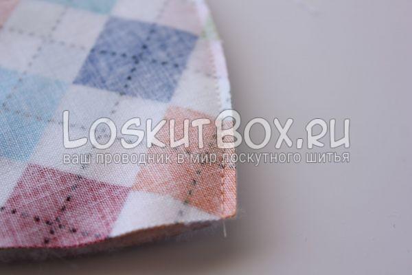 Обрезка лишней ткани возле шва кармашка