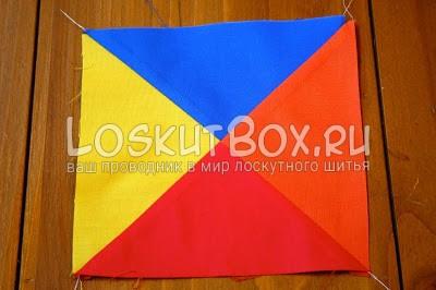 разноцветный квадрат из ткани на столе