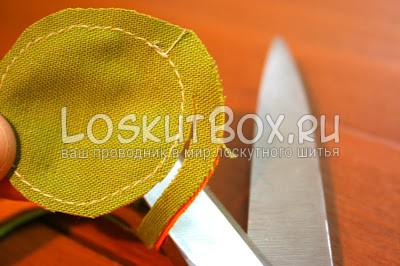 круг из ткани ножницы