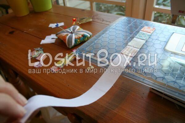 уложите квадраты на полосу ткани и сшейте