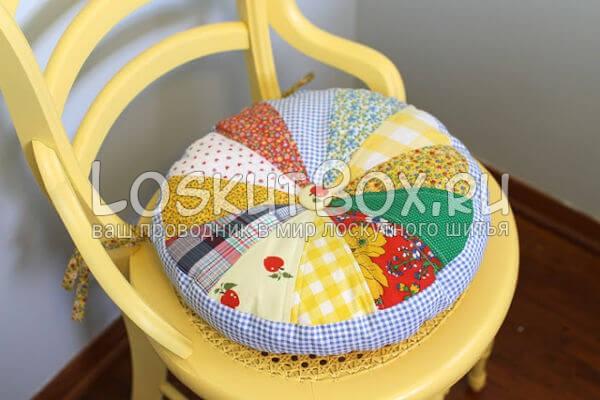 лоскутная подушка на стул готова