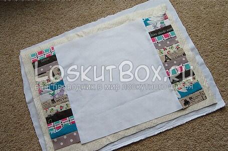 Лоскутный блок, деталь из ватина и еще одна деталь из белой ткани