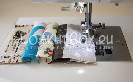 Кусочки ткани сшиваются между собой
