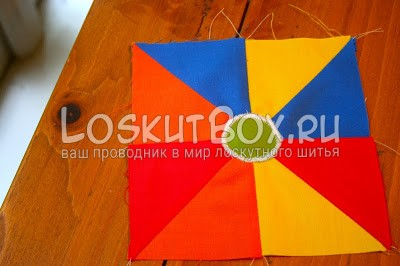 квадрат из ткани на столе