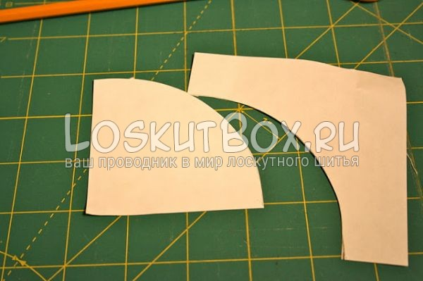 детали из бумаги на рабочей поверхности